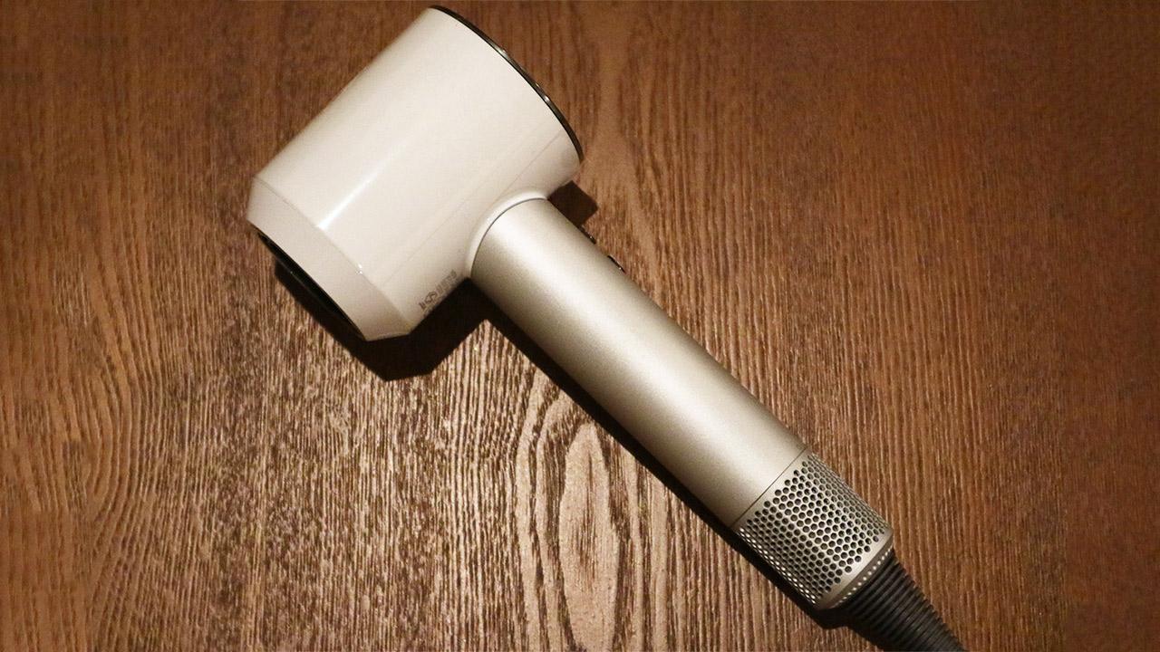 ダイソンのヘアドライヤーの「Dyson Supersonic」はパワフル軽量&テクノロジー!!ロングヘアがわずか3分で乾くのに感動しています!