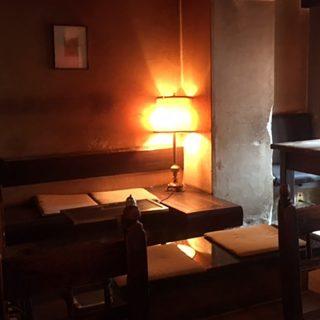 恋が生まれた老舗のカフェ「LES JEUX」とは、表参道の路地裏にありました。
