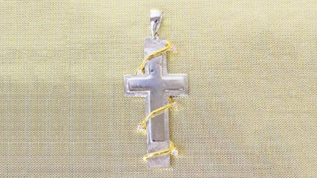 シンプルでありながらたしかな存在感を放つ「クロス」に秘められた想いとは?
