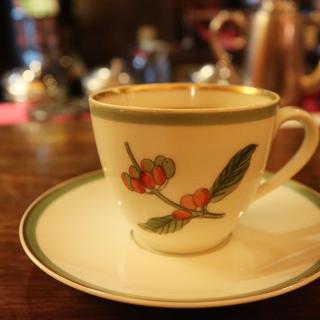 「カフェ・アンセーニュダングル」(自由が丘)は、1人で考え事をするときにもグループでもお勧めの自由が丘のカフェです。