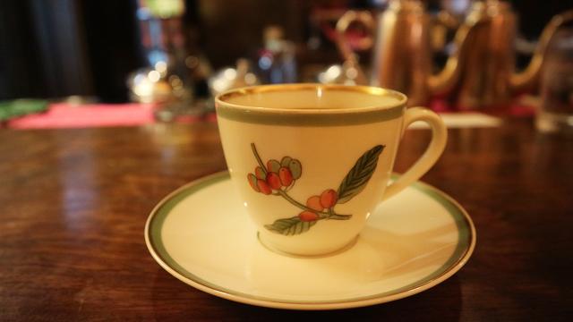 カフェ・アンセーニュダングル(自由が丘)は、1人で考え事をするときにもグループでもお勧めの自由が丘のカフェです。