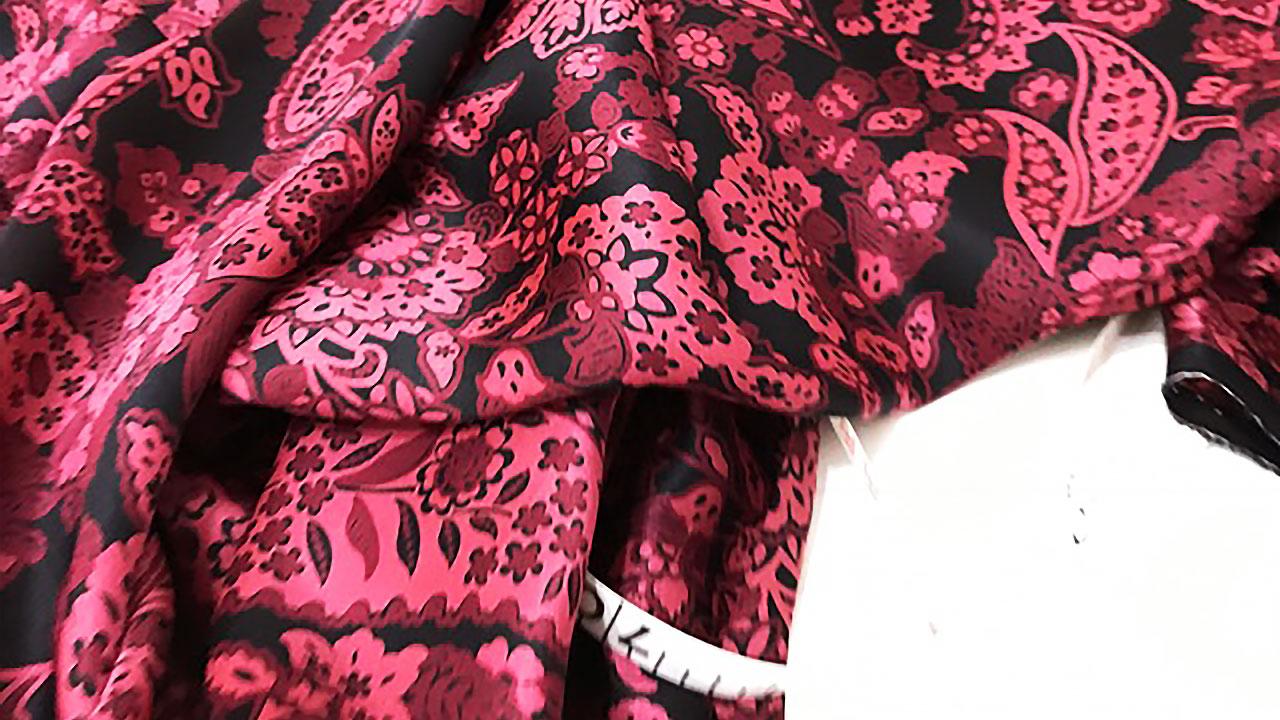 お洋服のオートクチュールって、洋服が創りあがる前にどんなやりとりがデザイナーとあるのかというと?