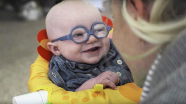 初めて「ママの顔を見た」「声を聞いた」赤ちゃん動画が感涙です。
