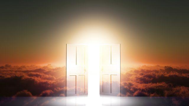 世界に光が照らされる天の岩戸開きの神話。
